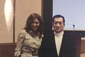 Dr. Kimi S.Caswell(左)と理事長